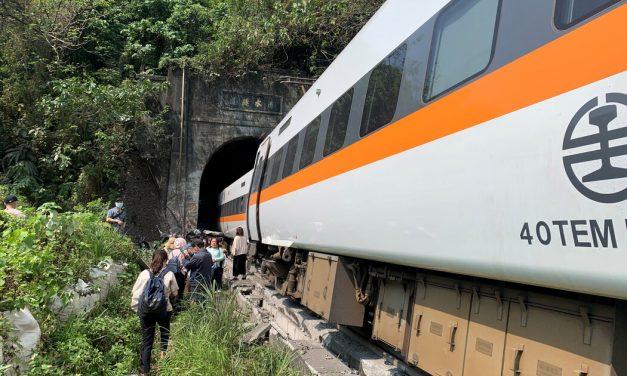 【纽约时报】台湾发生火车出轨事故,超50人死亡